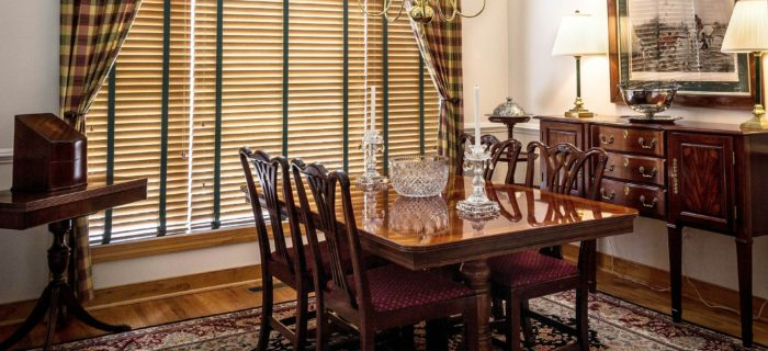 Which Window Treatment Should I Go For? Drapes or Blinds?
