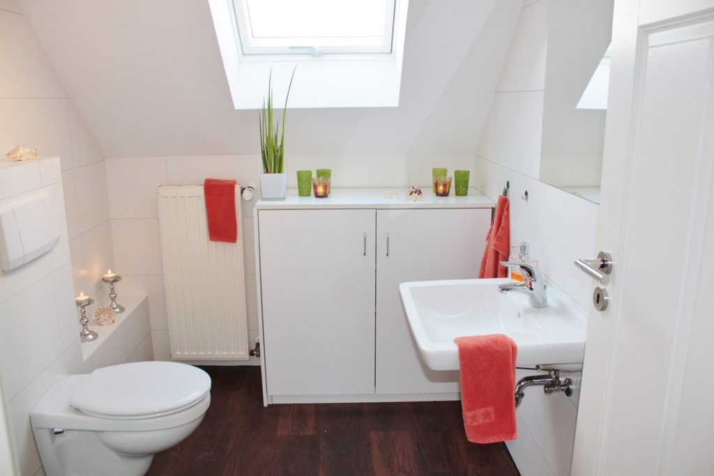 bathroom with tiles on the wall